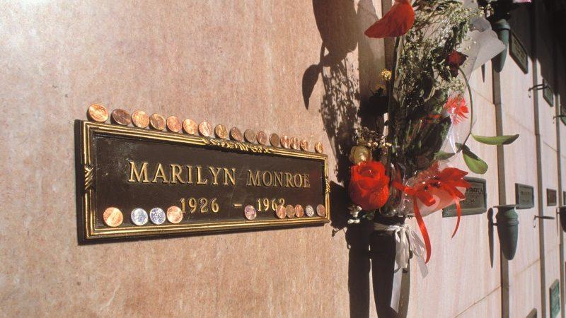 Американская семья продает неиспользуемый склеп рядом с могилой Монро за $2 млн.