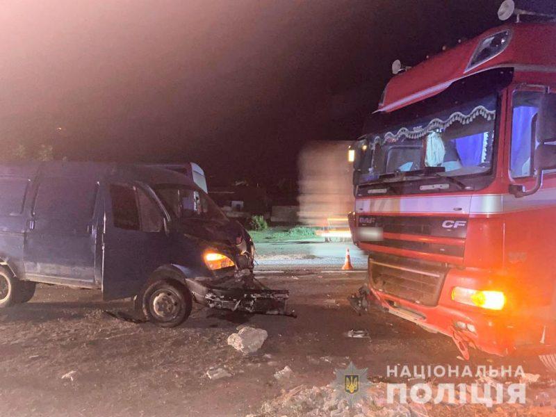 Ночное ДТП на Николаевщине. DAF столкнулся с ГАЗелью, водителя которой потом насмерть сбил автобус (ФОТО)