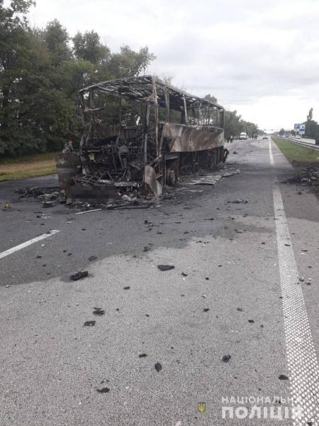 Под Житомиром международный рейсовый автобус с водителем из Николаевщины врезался в автовоз и сгорел дотла (ФОТО) 1