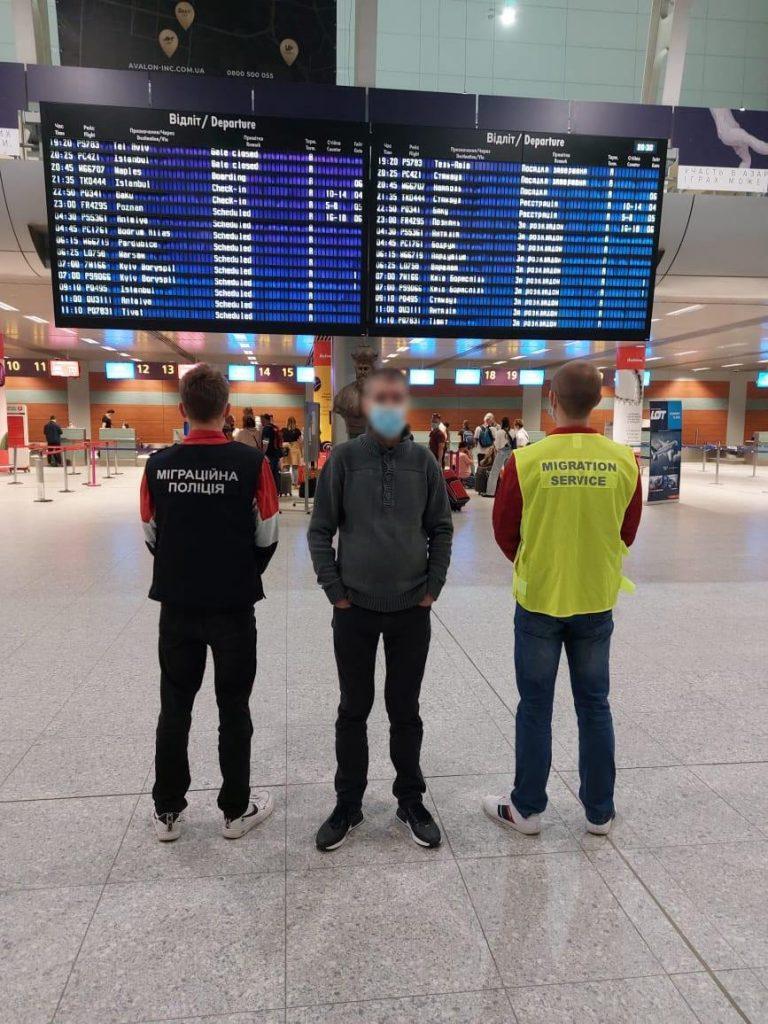 Миграционщики Николаевщины принудительно выдворили из страны азербайджанца (ФОТО) 1