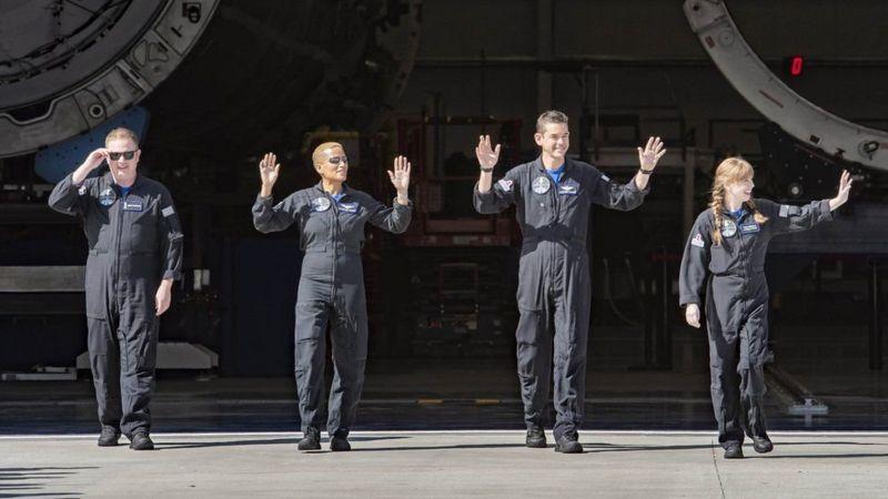В космос полетели любители - Dragon с туристами уже на орбите (ФОТО, ВИДЕО) 1