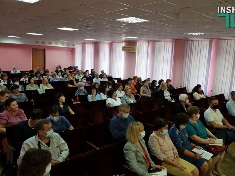 «Издайте приказ» и «Коллектив напуган»: директора школ Николаева с низким процентом вакцинации от COVID-19 пообщались с заммэра (ВИДЕО)