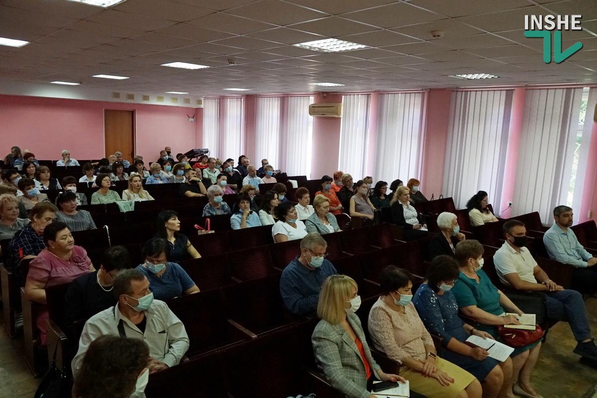 «Издайте приказ» и «Коллектив напуган»: директора школ Николаева с низким процентом вакцинации от COVID-19 пообщались с заммэра (ВИДЕО) 17