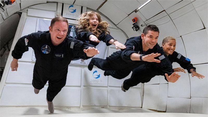 Первые космические туристы вернулись на Землю (ВИДЕО) 5