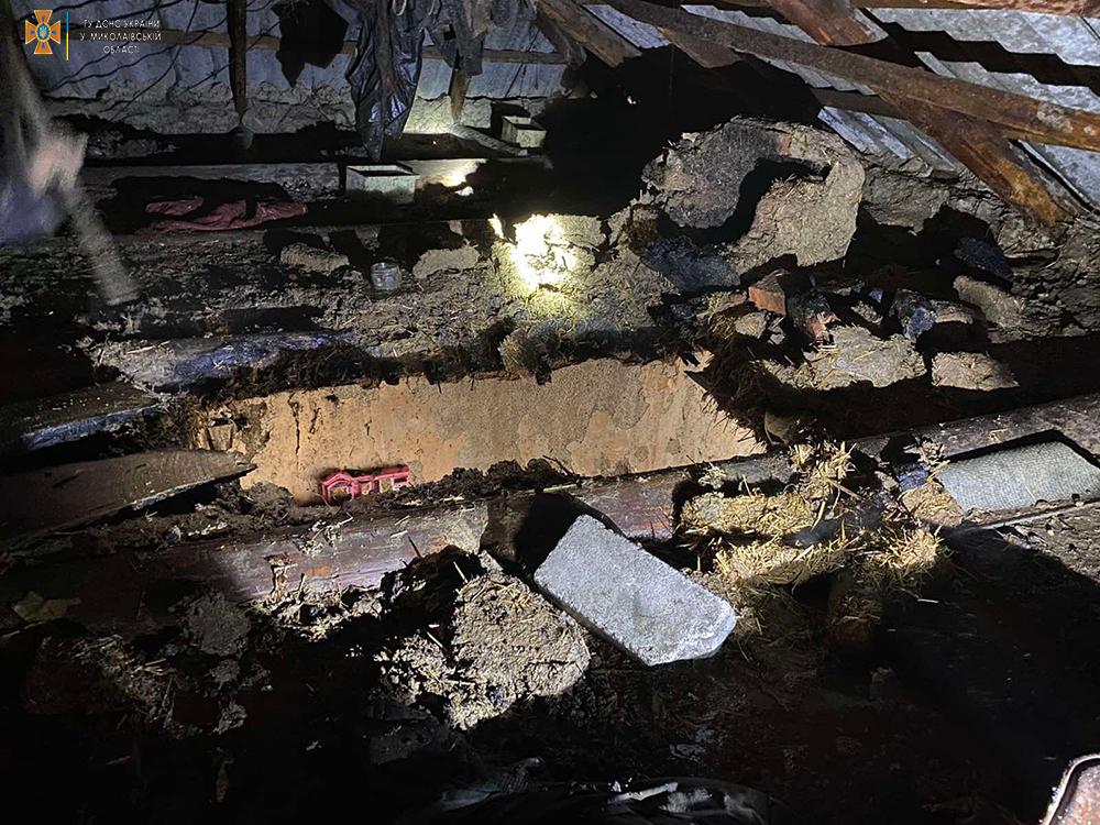 На Николаевщине тушили крышу дома, загоревшуюся из-за печки (ФОТО) 1