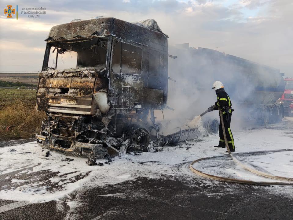 Пожары 2 авто за сутки ликвидировали николаевские спасатели 5
