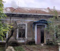 В Баштанском районе тушили брошенный жилой дом