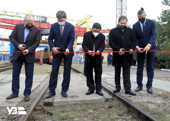 Укрзализныця запустила первый в истории Украины контейнерный поезд с экспортным грузом в Китай (ФОТО) 1