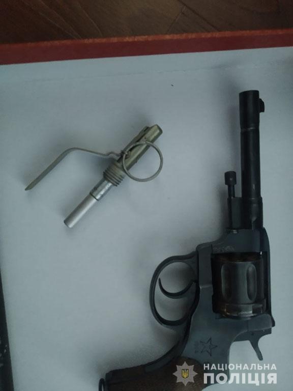 Патроны, корпус гранаты и револьвер: что полиция нашла при обыске у селянина в Николаевском районе (ФОТО) 1