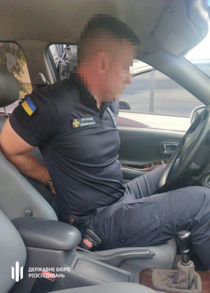 На Николаевщине разоблаченного на взятке инспектора ГСЧС сотрудники ГБР задержали только после погони (ФОТО) 1