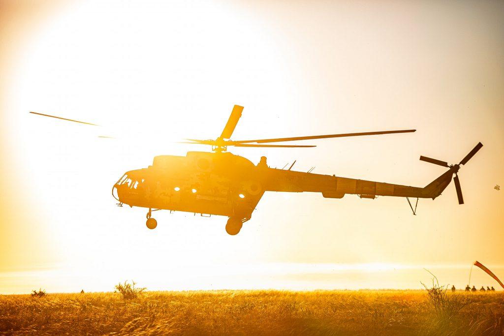 На Николаевщине морпехи выполнили программу прыжков с парашютом (ФОТО) 21