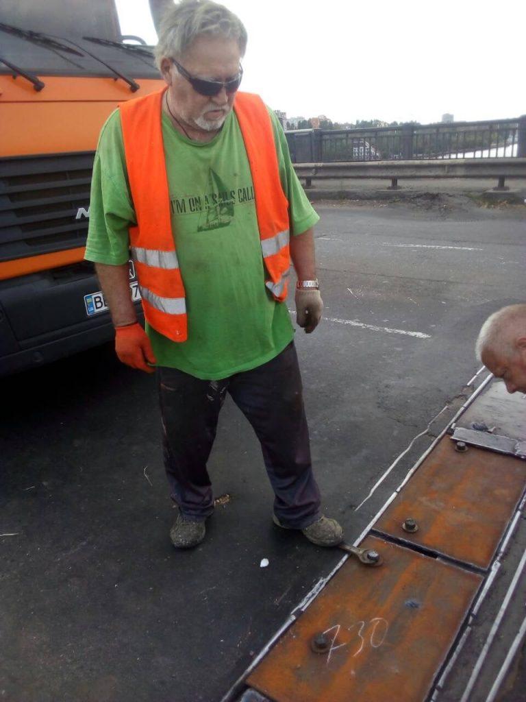 В Николаеве экстренно ремонтировали деформационный шов разводной части Варваровского моста (ФОТО) 21