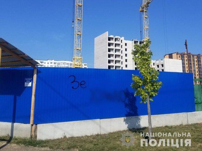 Жителя Чернигова будуть судить за граффити, оскорбляющие президента