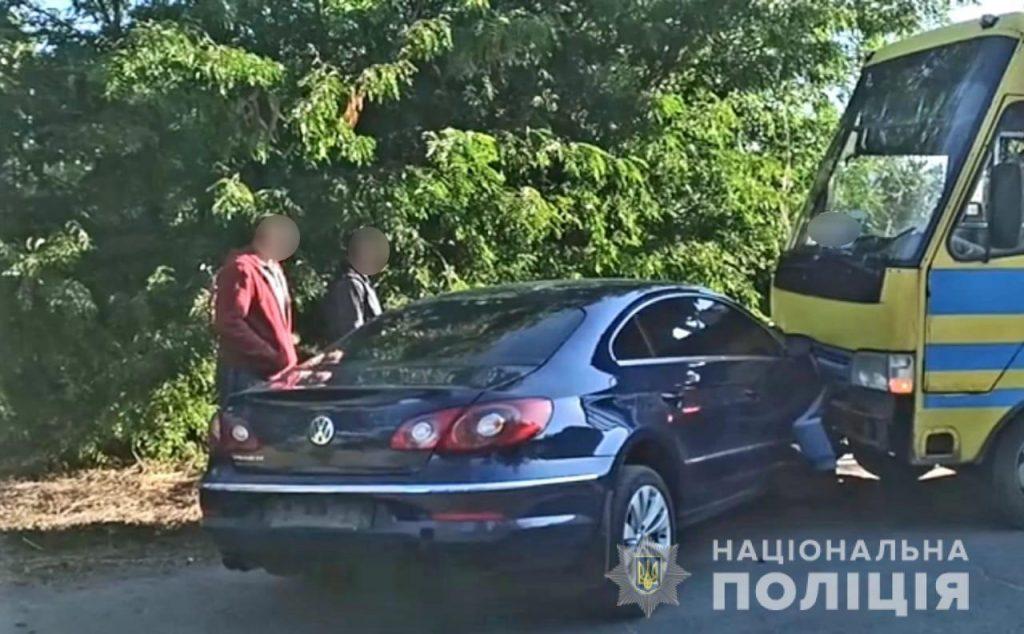 В полиции подтвердили, что мэр Вознесенска врезался в автобус, но утверждают, что маршрутка была пустой (ФОТО) 3