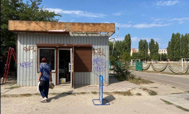 Два года потребовалось мэрии, чтобы снести МАФ, который продавал «слабоалкоголку» возле школы в Николаеве