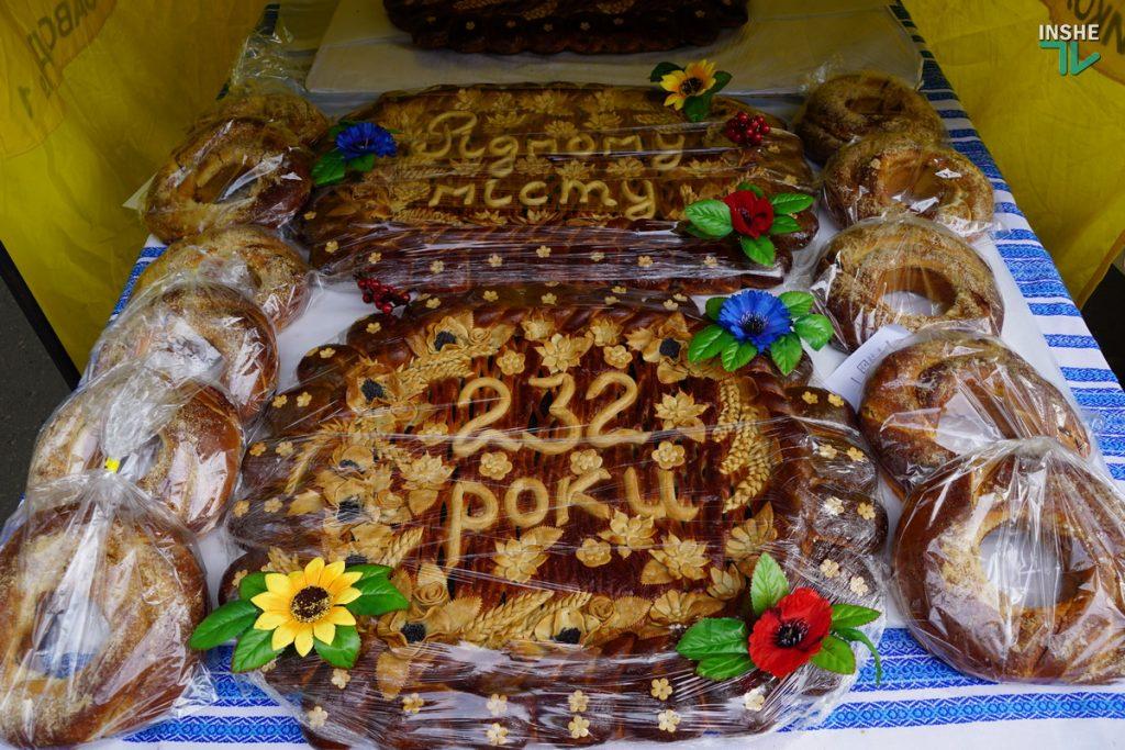 232-й день рождения Николаева: поздравление молодоженов, выставка-ярмарка и очень мало празднующих (ФОТО, ВИДЕО) 35
