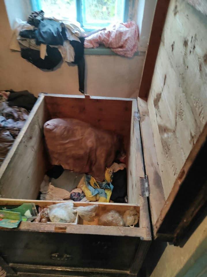 После суток поисков малолетних брата с сестрой на Донбассе нашли в сундуке мертвыми 1