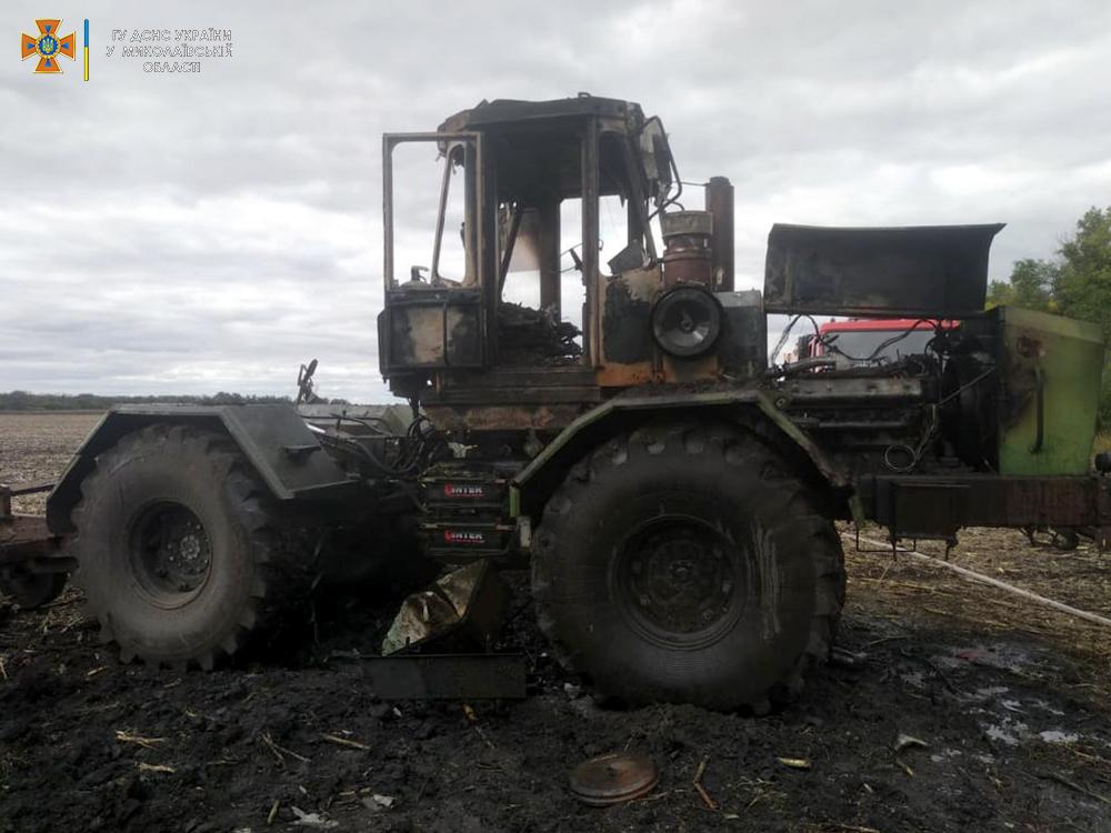 В Баштанском районе в поле сгорел трактор (ФОТО) 3