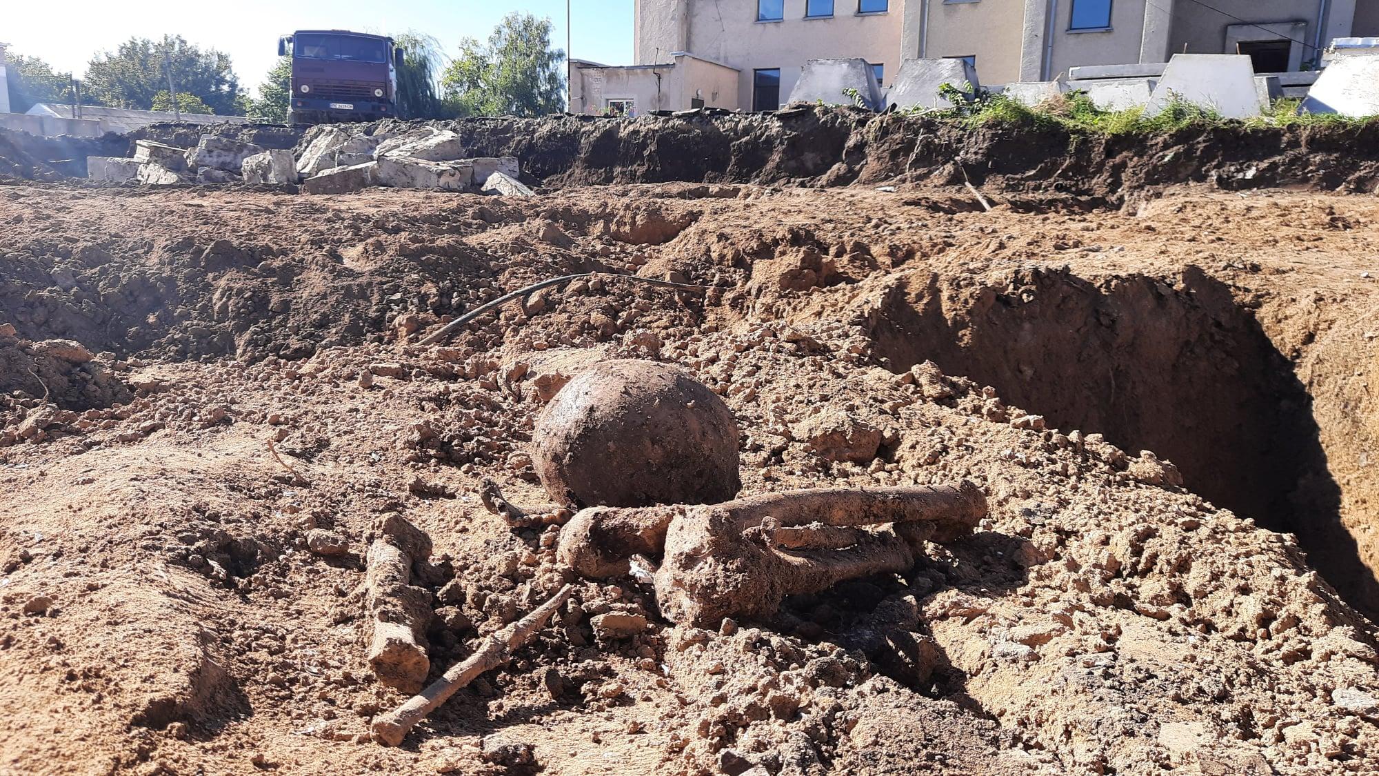 В Баштанке на месте строительства супермаркета обнаружили захоронение людей (ФОТО) 9