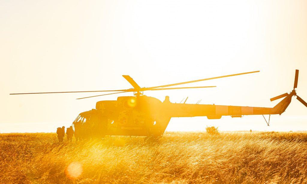 На Николаевщине морпехи выполнили программу прыжков с парашютом (ФОТО) 3