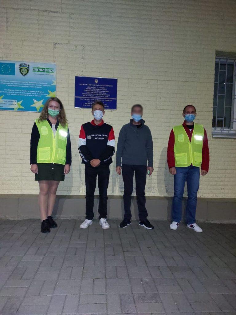 Миграционщики Николаевщины принудительно выдворили из страны азербайджанца (ФОТО) 3