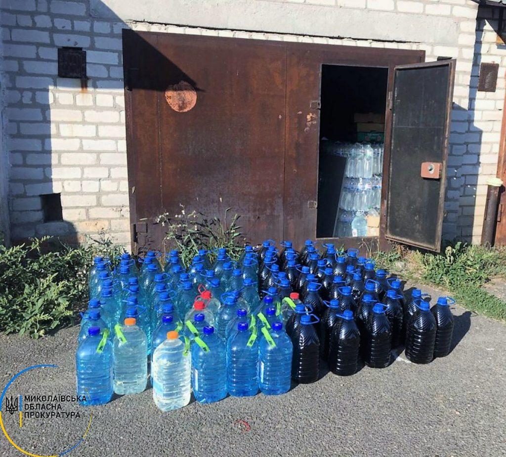 В Николаеве в гаражах нашли склады с почти 2 тоннами незаконного алкоголя (ФОТО) 3