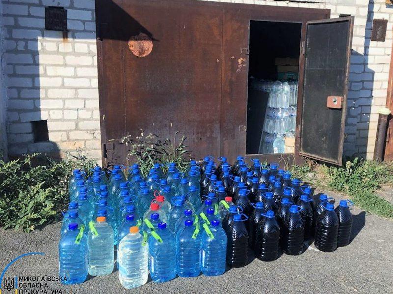 В Николаеве в гаражах нашли склады с почти 2 тоннами незаконного алкоголя (ФОТО)