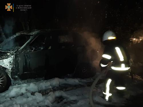 Ночью в Николаеве сгорел BMW Х5 (ФОТО) 3