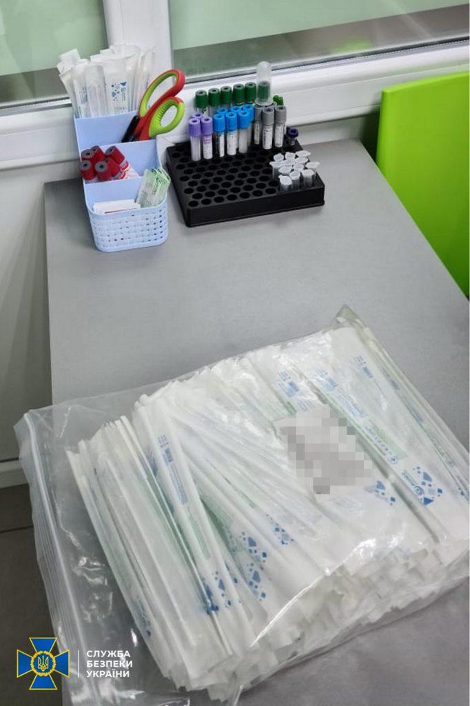 В Харьковской области частная медлаборатория и туроператор создали схему по подделке результатов ПЦР-тестов: ежемесячно «зарабатывали» до 1 млн.грн. (ФОТО) 3