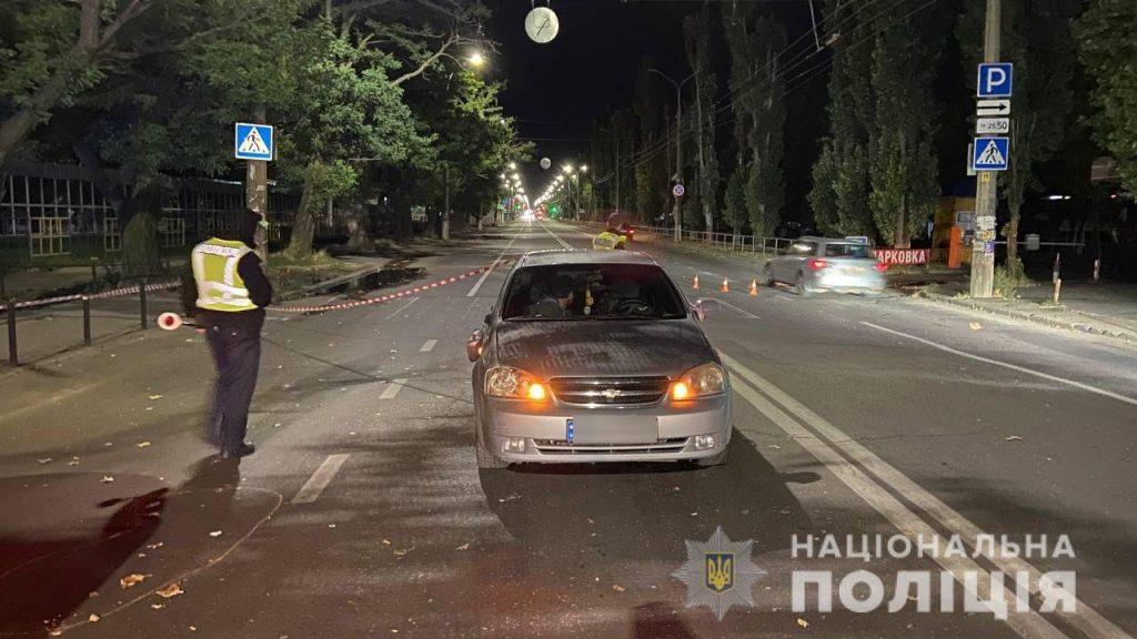 В Николаеве на пешеходном переходе Chevrolet lacetti сбил женщину и двух детей (ФОТО) 1