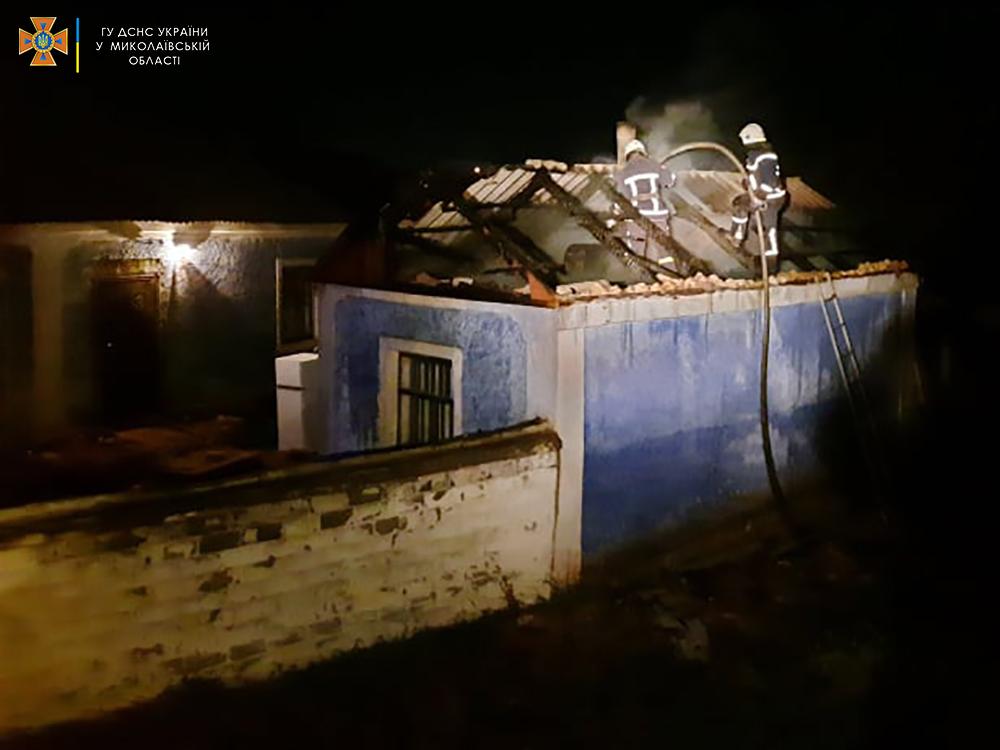 В Вознесенске не дали загореться жилому дому от летней кухни (ФОТО) 3