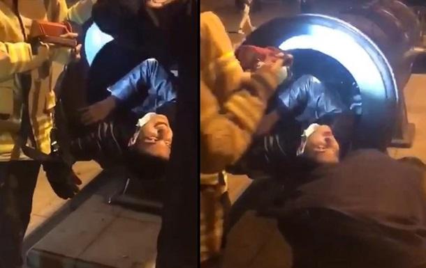 В Стамбуле мужчина застрял в пушке: искал кадр для эффектного селфи