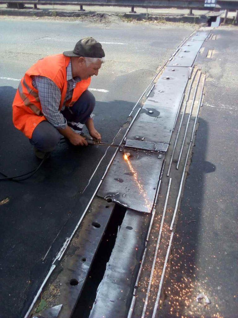 В Николаеве экстренно ремонтировали деформационный шов разводной части Варваровского моста (ФОТО) 5