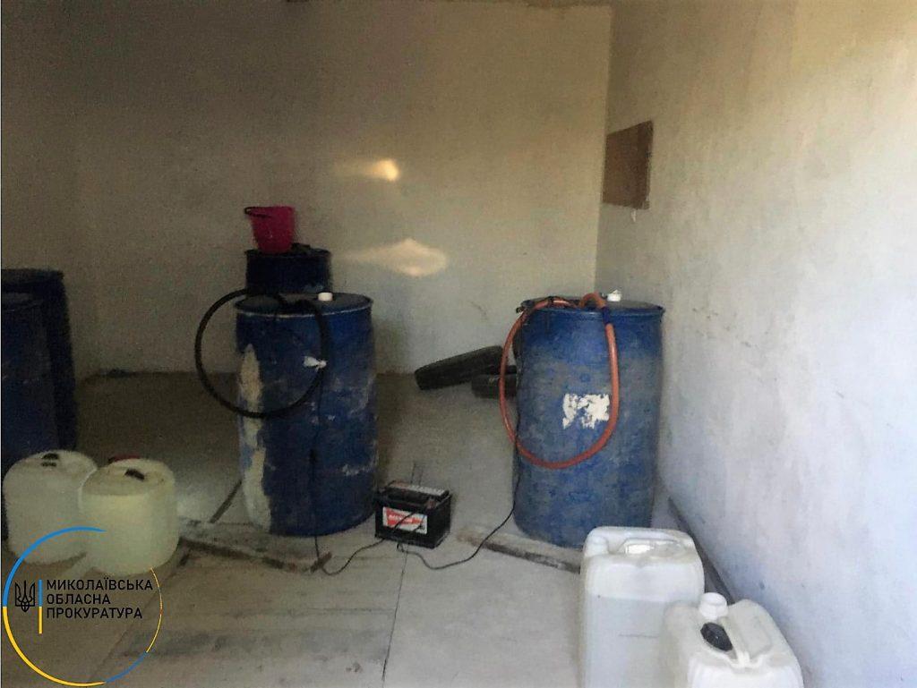 В Николаеве в гаражах нашли склады с почти 2 тоннами незаконного алкоголя (ФОТО) 5