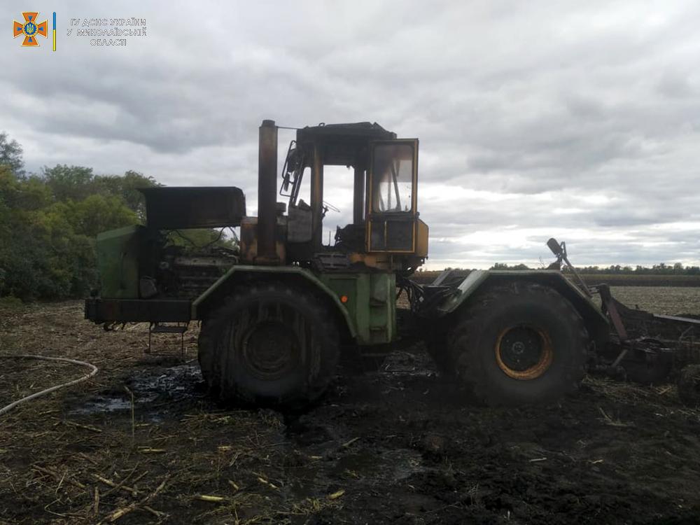 В Баштанском районе в поле сгорел трактор (ФОТО) 5