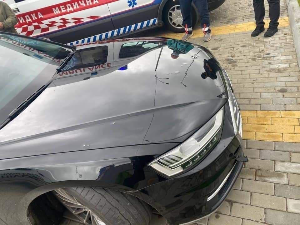Машину Шефира, помощника Зеленского, расстреляли из автомата. Водитель в больнице, Венедиктова на месте преступления (ФОТО) 1