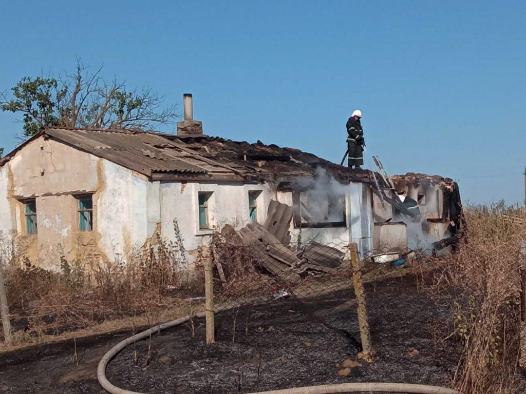 Жилые дома и хозпостройки: что тушили спасатели Николаевщины за сутки (ФОТО) 7