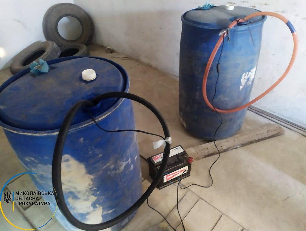 В Николаеве в гаражах нашли склады с почти 2 тоннами незаконного алкоголя (ФОТО) 7