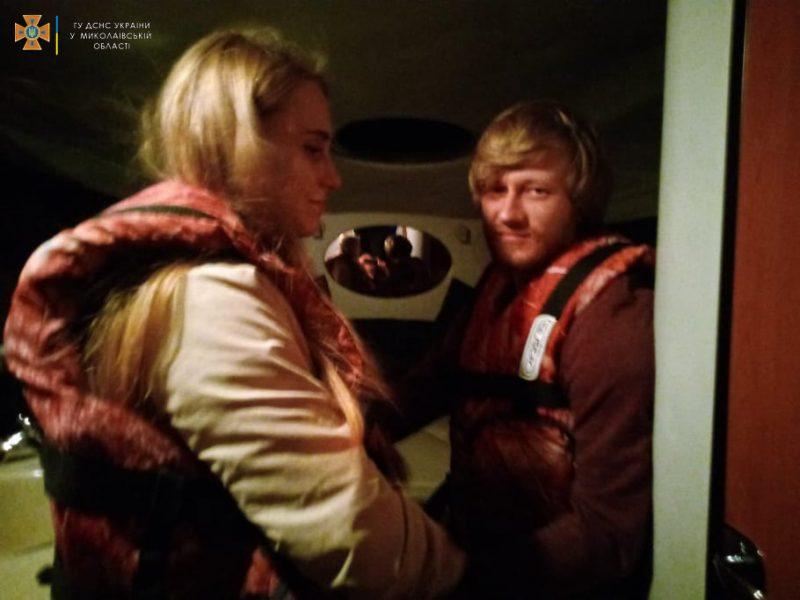 Спасатели Николаевщины экстренно доставили на «материк» с Кинбурна 31-летнего отдыхающего с отеком трахеи (ФОТО)