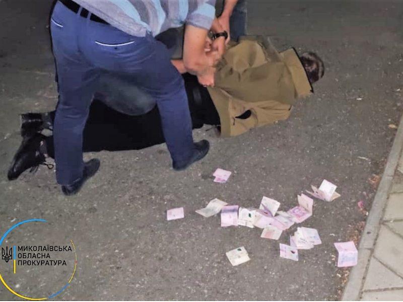 На Николаевщине задержали замначальника Баштанского райотдела полиции — требовал 12 тыс.грн. взятки от подчиненных (ФОТО)