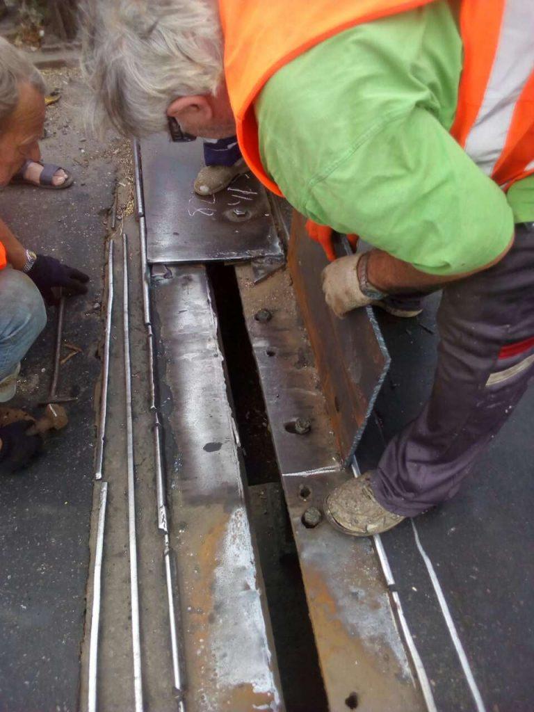 В Николаеве экстренно ремонтировали деформационный шов разводной части Варваровского моста (ФОТО) 11