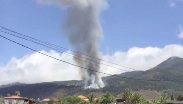 На испанском острове Пальма эвакуируют население из-за извержения вулкана (ВИДЕО) 13