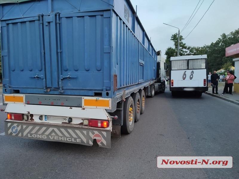 В Николаеве пассажиры маршрутки избили водителя тягача DAF (ФОТО) 5