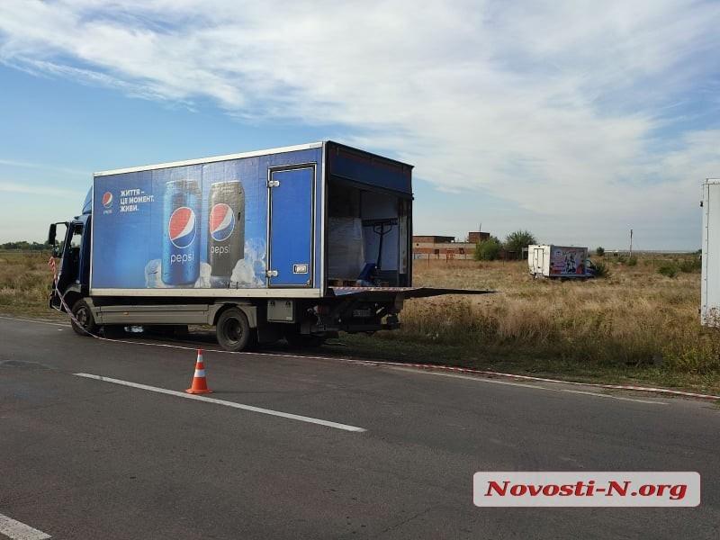 Под Николаевом грузовик «PepsiCo» протаранил грузовик с тортами
