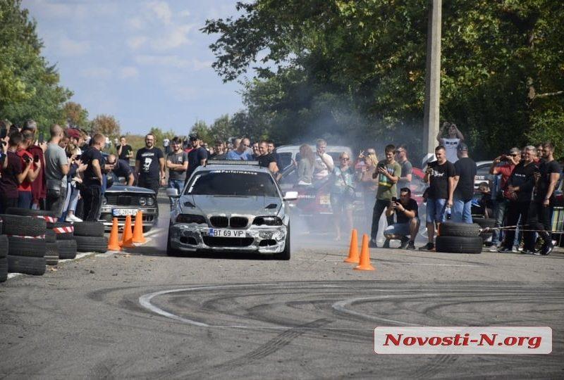 В Николаеве возле аэропорта прошли соревнования драгрейсеров (ВИДЕО)