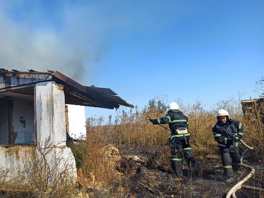Жилые дома и хозпостройки: что тушили спасатели Николаевщины за сутки (ФОТО) 13
