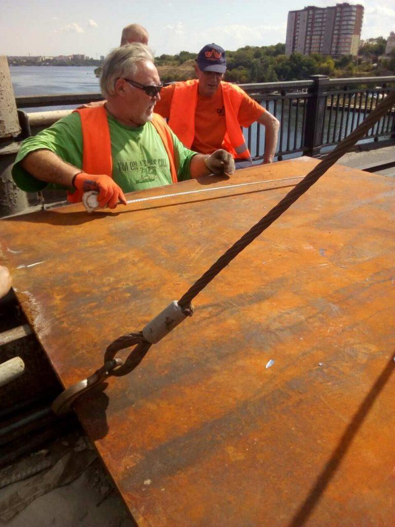 В Николаеве экстренно ремонтировали деформационный шов разводной части Варваровского моста (ФОТО) 13