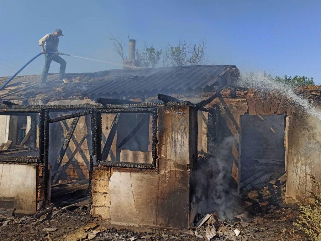 Жилые дома и хозпостройки: что тушили спасатели Николаевщины за сутки (ФОТО) 15