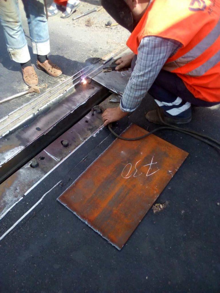 В Николаеве экстренно ремонтировали деформационный шов разводной части Варваровского моста (ФОТО) 15