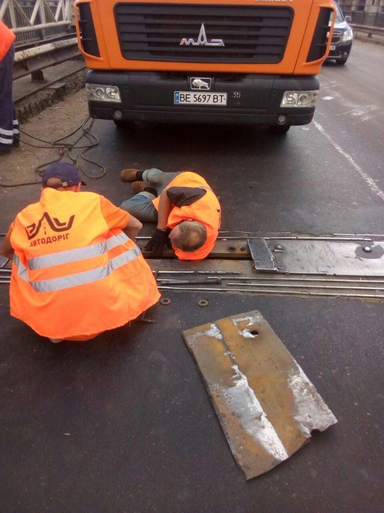 В Николаеве экстренно ремонтировали деформационный шов разводной части Варваровского моста (ФОТО) 17